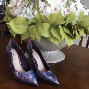 Gianni Bini Heels. Tapestry of burgundy, pink 7.5